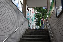 銀座線『末広町』駅下車、徒歩5分のバレエ教室